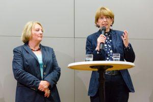 Bundesjustizministerin a.D. Frau Leutheuser-Schnarrenberger und Kölns Oberbürgermeisterin Henriette Reker im Gespräch mit uns Jugendlichen
